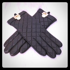 Michael Kors Quilted Leather Gloves 🌟